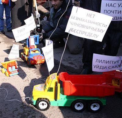 Новый Регион: В Петербурге и во Владивостоке потребовали от ''ЛилиПута'' и ''Медведки'' уйти в отставку (ФОТО)