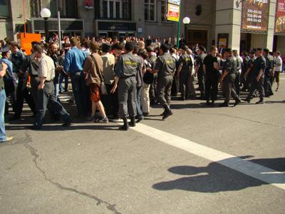 Новый Регион: ''Фашистыыыы! Фашистыыы!'' В Москве ОМОН жестоко разогнал митинг ''Россия против Путина!'' (ФОТО)