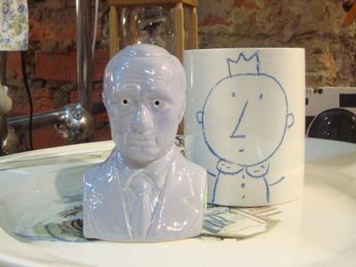Фиолетовый Путин с дырочками вместо глаз (ФОТО) / Им можно посолить или поперчить. И недорого!