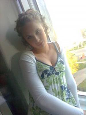 14-летняя школьница покончила с собой из-за директора школы (ФОТО) / Ей не сказали, что конфликт не стоит выеденного яйца