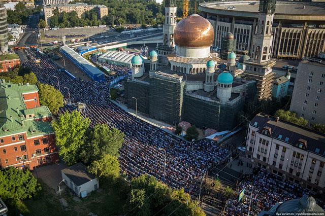 В центре российской столицы собрались